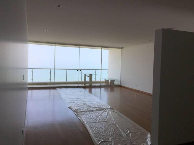 Amplio departamento Sin muebles con insuperable vista al mar