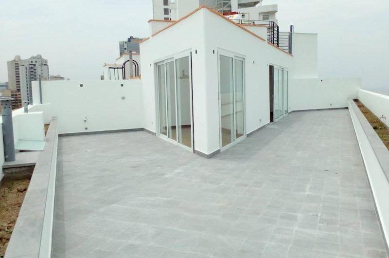 Duplex de estreno con vista al mar en venta