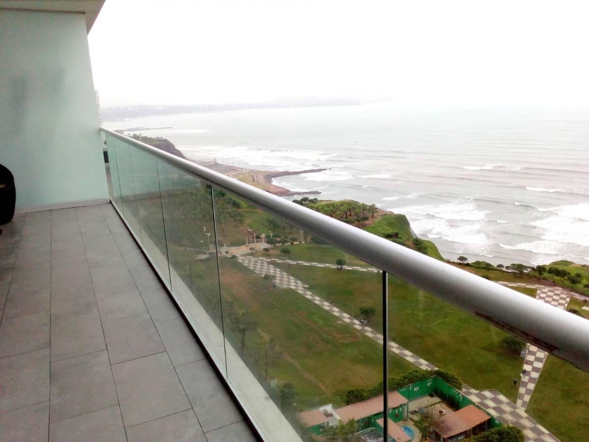 Amplio departamento con vista directa al mar