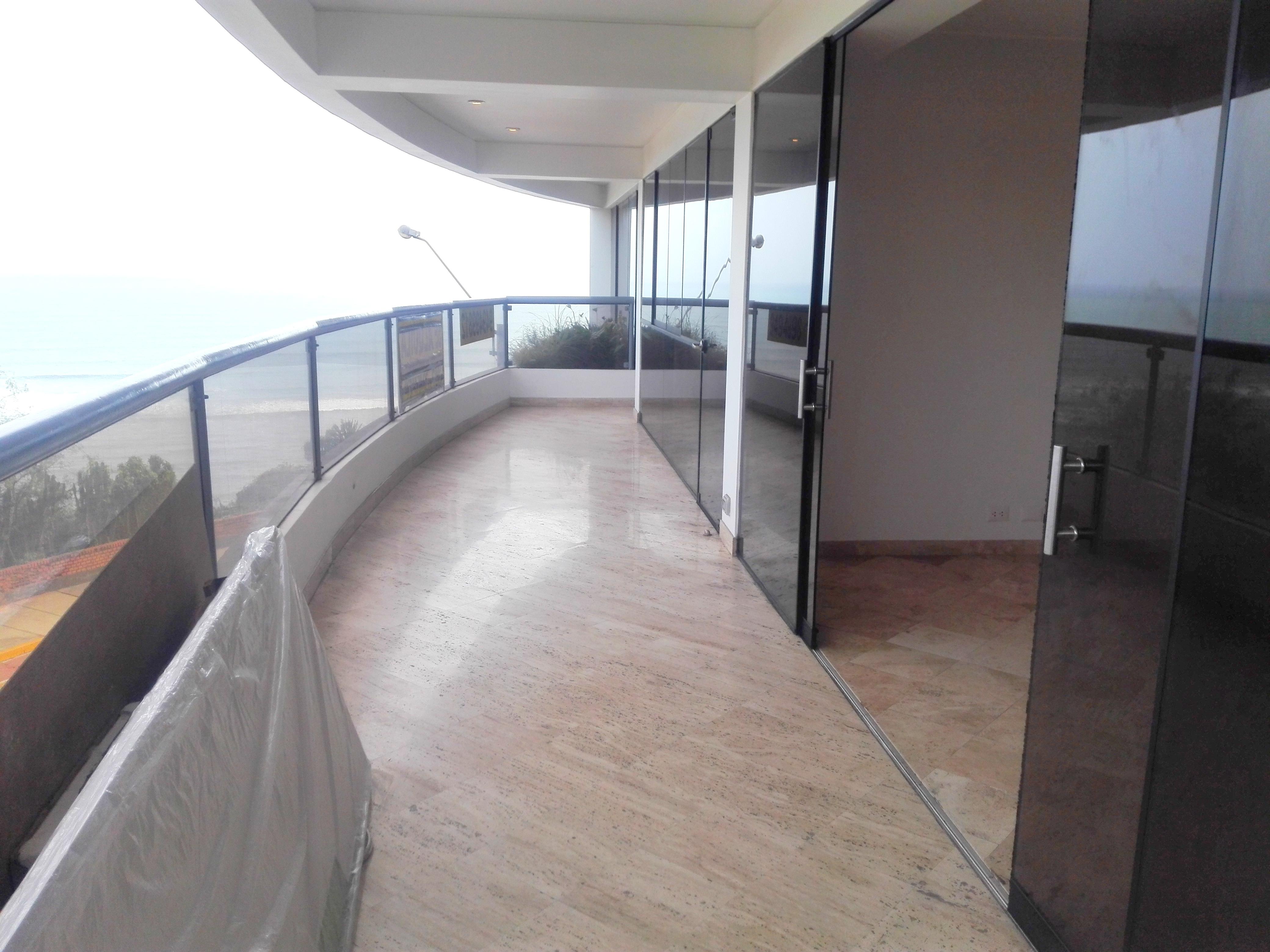 Amplio departamento en malecón de Miraflores