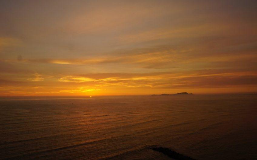 Hermoso departamento amoblado con espectacular vista al mar