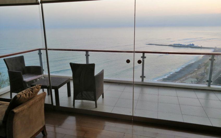 Estupenda ubicación frente al mar