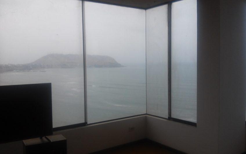 Amplio departamento con vista al mar