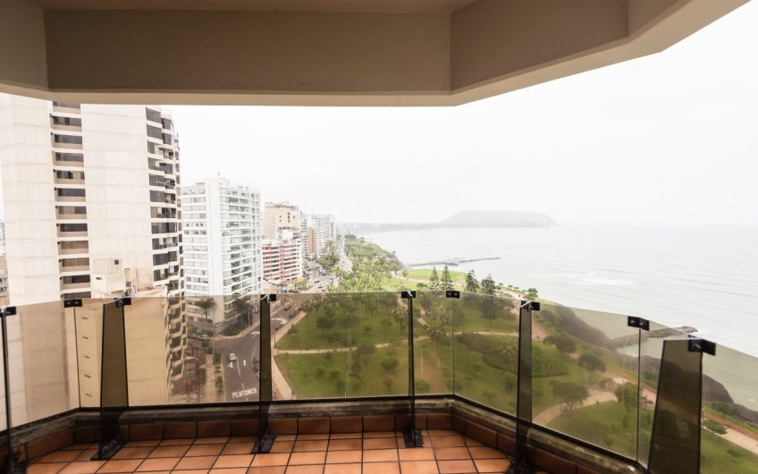 Amplio departamento con linda vista al mar
