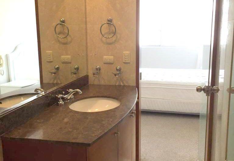 Alquilo departamento ubicado en malecón 2 dorm amoblado y equipado