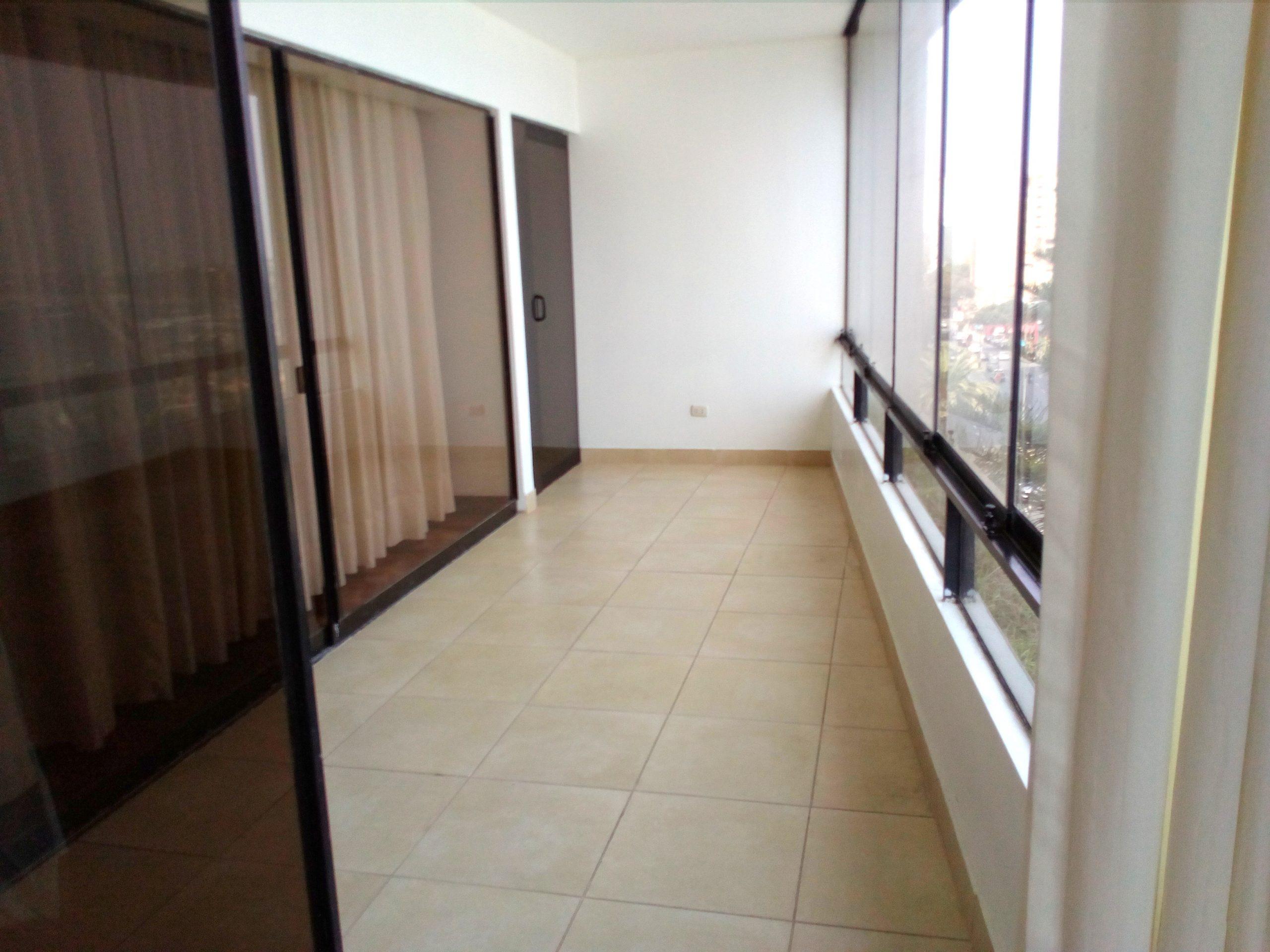 Alquilo amplio departamento de 3 dorm sin muebles frente a Larcomar