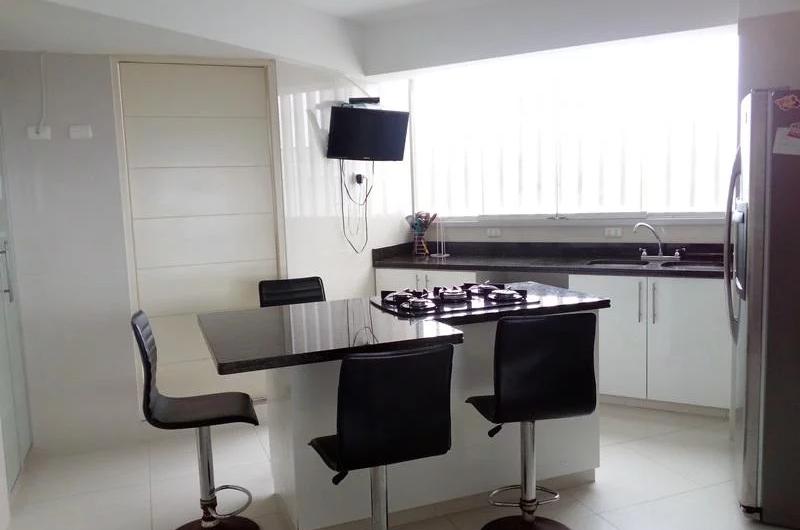 Alquilo amplio departamento en malecon 3 dorm con muebles